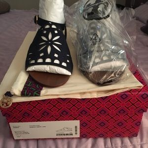 70b09290674 NIB•Tory Burch May flat sandal